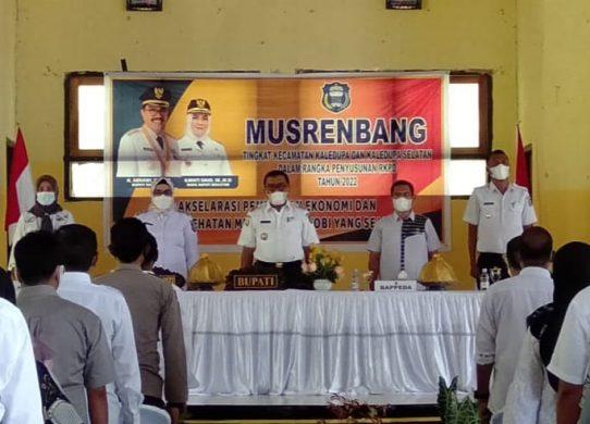 Bupati Wakatobi, H. Arhawi saat menghadiri Musrenbang tingkat kecamatan
